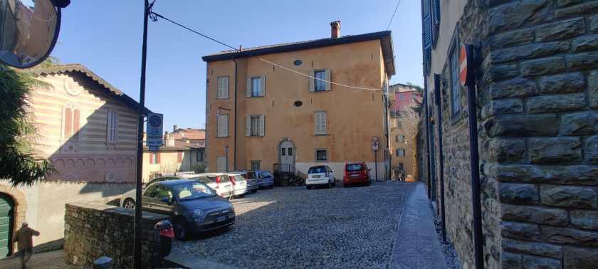 Storia di Bergamo a Luci Rosse: piazzetta del Quartierolo