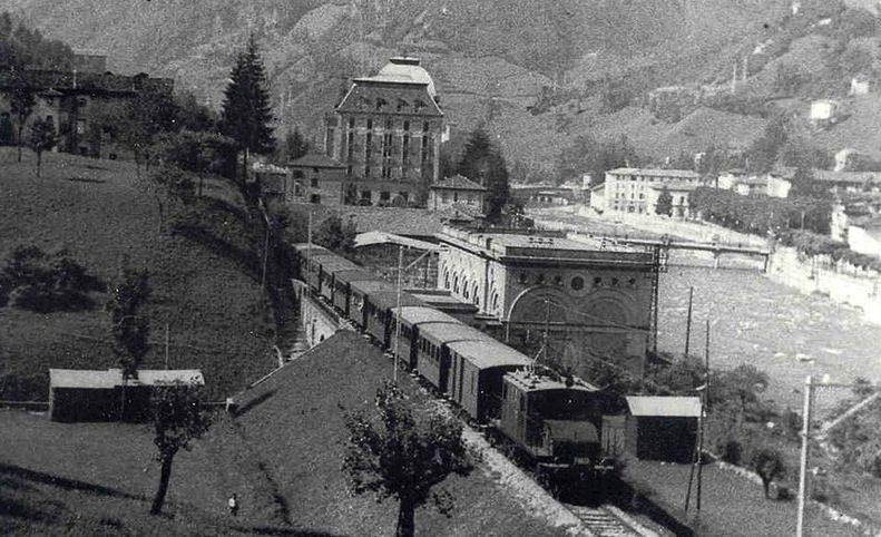 FVB trenino di Val Brembana a San Pellegrino in una foto storica