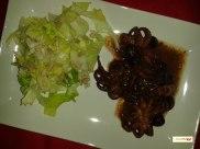polpo in umido con insalata verde ai semi di girasole