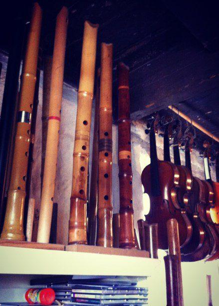 Flutes and violins.