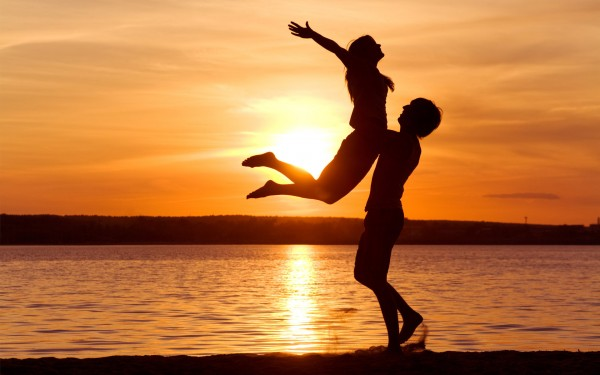 happy-couple-on-the-beach-at-sunset-600x375