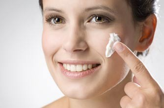 woman-putting-cream-on-her-face-to-beat-skin-problems