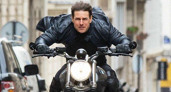 Tom Cruise face cascadorii spectaculoase pentru noul film din seria Misiune Imposibilă – VIDEO