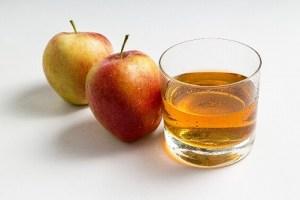 「りんごジュース」には、オスモチンという成分が含まれていて栄養素をエネルギーに変えて糖質の代謝を上げてくれる働きがあります