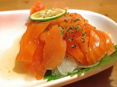 「キングサーモン」ではなく「紅鮭」を選択したほうが良いのかというと「アスタキサンチン」の含有量にあります