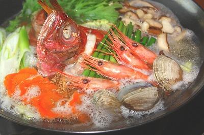 赤い「エビ」や「金目鯛」などにもアスタキサンチンが多く含まれています。