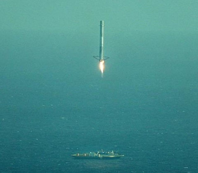 Image: Falcon 9 first stage landing attempt