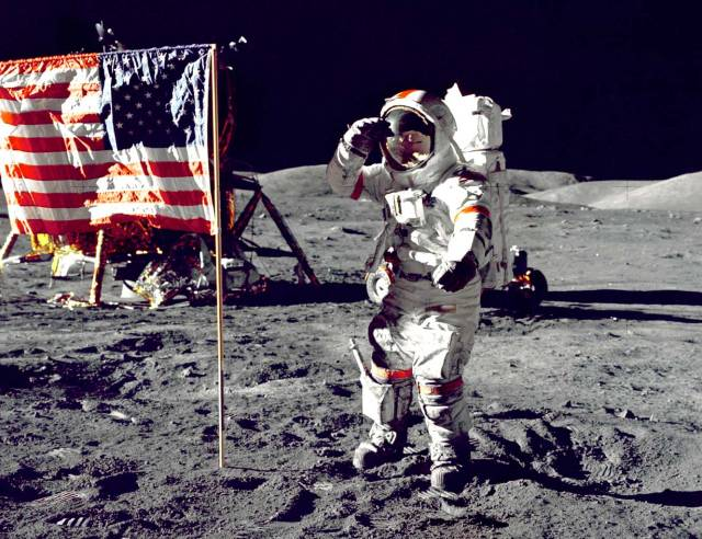 Image: Astronaut on moon