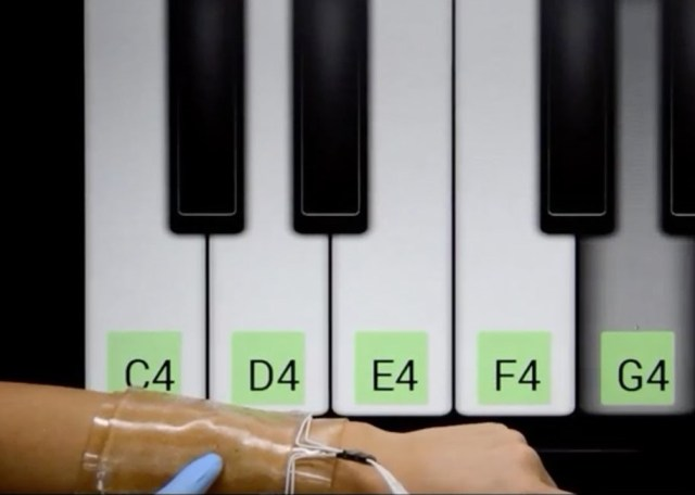 Image: Touchpad and piano