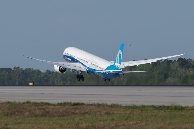 Boeing 787-10 takeoff