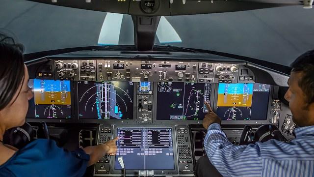 777X flight deck