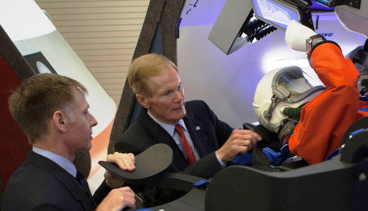 Bill Nelson checks out Starliner mockup at Kennedy Space Center in 2014