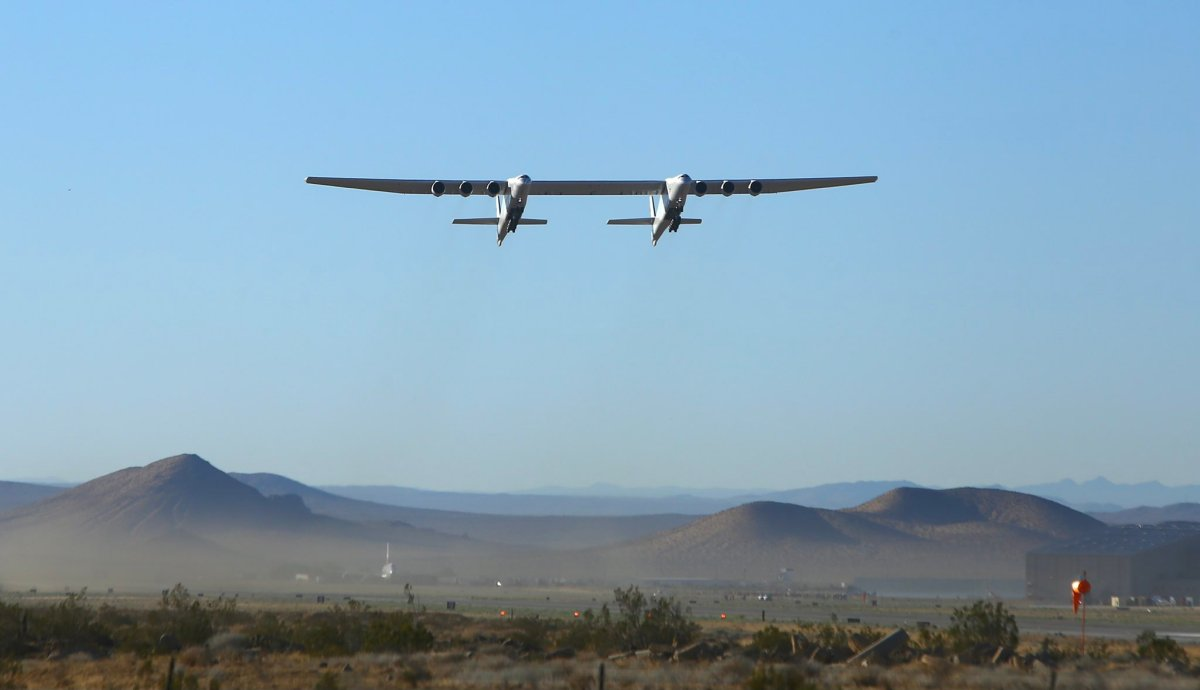 Stratolaunch plane in flight