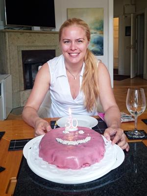 Rosa smiley-tårta! Ljus!