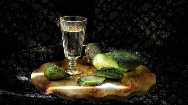 Арақ және айлық - әртүрлі алкогольді ішімдіктер