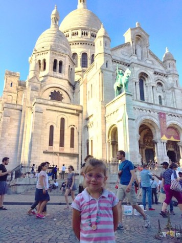 CosmopoliClan's little girl in front of the Sacré Coeur in Paris