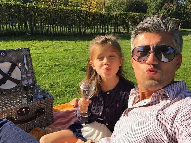 Alegra and CosmopoliDad having a picknick