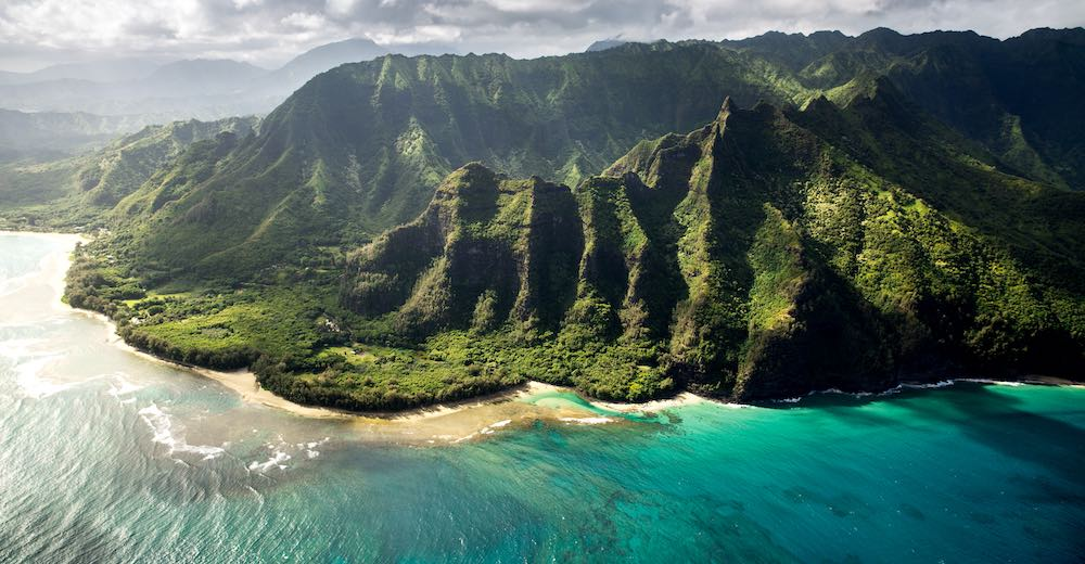 Green moutains and auqamarine waters of Kauai, a smaller island and therefore makes for a great option when choosing which Hawaiian island to visit in a limited time