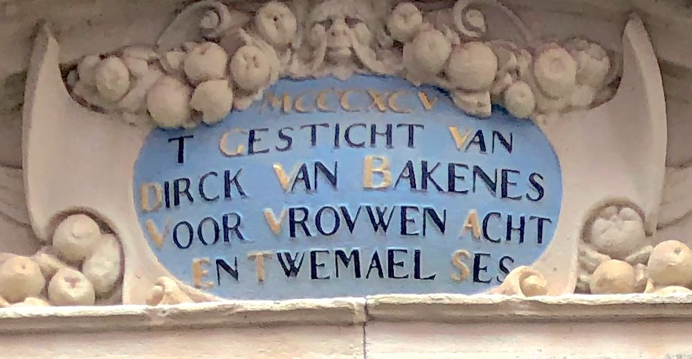 The keystone above the entrance of the Hofje van Bakenes in Haarlem