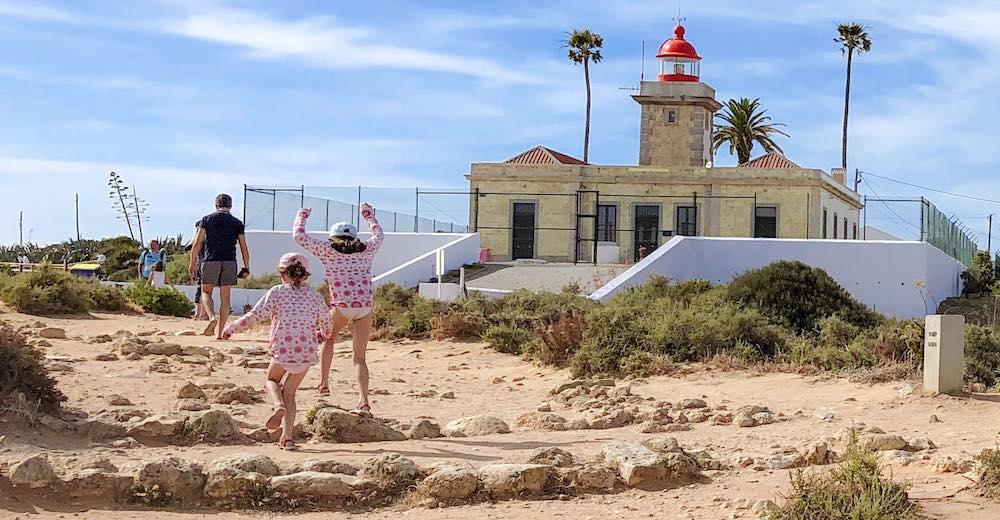 Man and two girls walking towards the lighthouse at the Ponta da Piedade