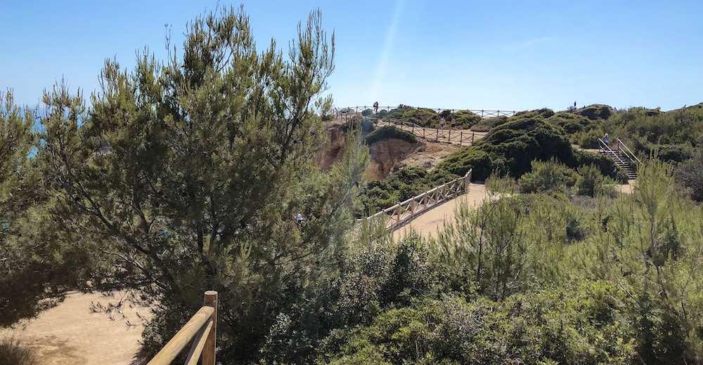 Percurso dos Sete Vales Suspensos between Praia Vale de Centeanes and leads to Praia da Marinha
