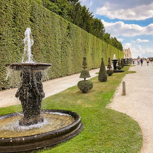 Check the Château Versailles hours to see when the Musical Fountains show is planned