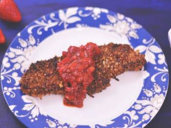 Delicious Pecan Crusted Chicken with amazing Strawberry Chipotle Salsa - get the recipe from Cosmopolitan Cornbread   #SundaySupper @Flastrawberries