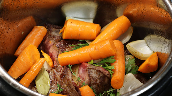 Instant Pot Roast Beef - How to make a delicious and tender roast in your Instant Pot - recipe from Cosmopolitan Cornbread
