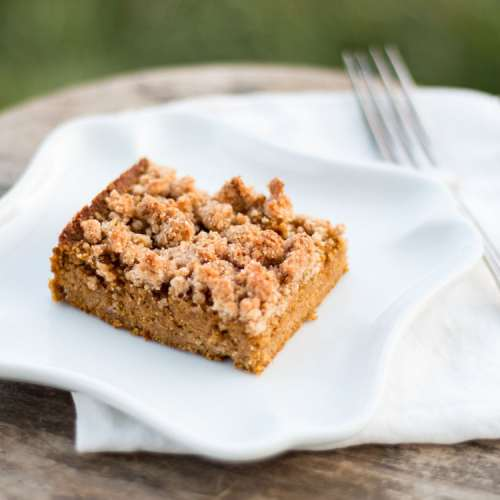 Paleo Pumpkin Crumb Cake - enjoying that favorite fall flavor yet still staying low carb & paleo! Get the recipe from Cosmopolitan Cornbread.