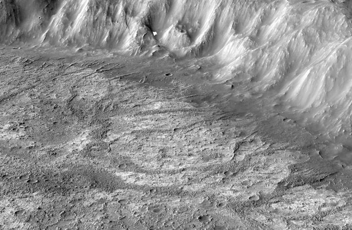 New Type of Crater Lake Found on Mars, Was Fed by Glacial Runoff