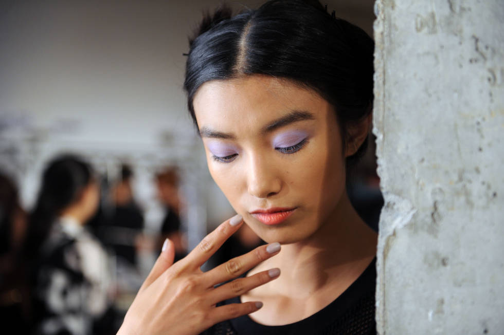 Pastel was the palette at the Kabuki show where eyelids were washed with a purple haze and the hair loaded with pastel extensions.