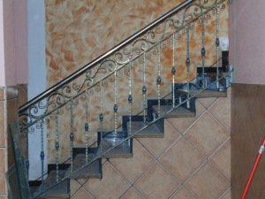 Alakertaan johtavien portaiden kaunis kaide 10.2.2016