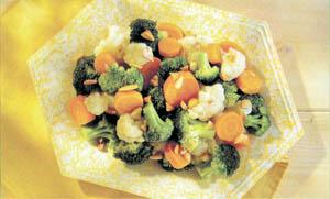 Salată de brocoli, conopidă și morcovi