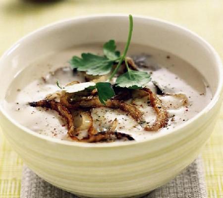 Supă cremă de ciuperci cu whisky și nuci