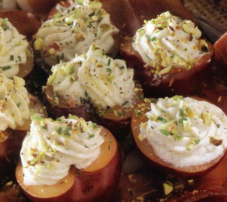 Prune umplute cu Gorgonzola, pe pat de Speck