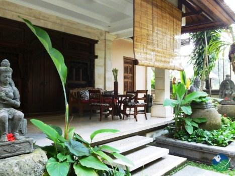 Casa Luna Entrance con balcón