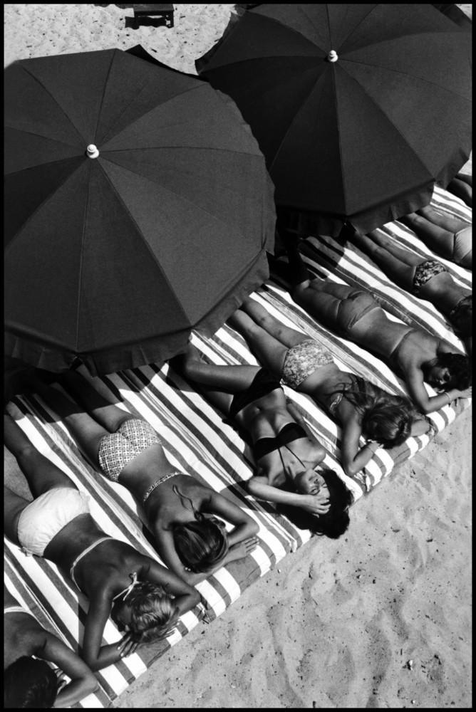 Elliott Erwitt Town of St. Tropez, Provence-Alpes-Cote d'Azur region, France. 1959.