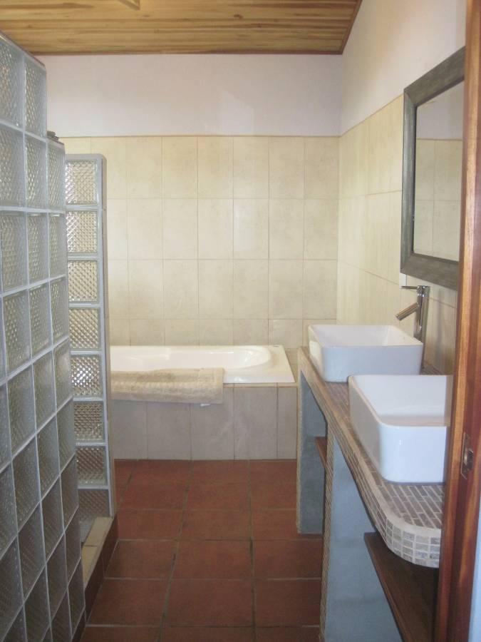 ee4215-master-ensuite-bath