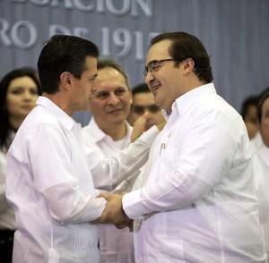 EL Gobernador Javier Duarte saluda a Enrique Peña Nieto, Presidente del País