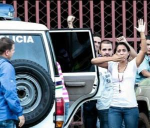En su detención, por parte del gobierno venezolano. Su Fe nunca la abandonó.