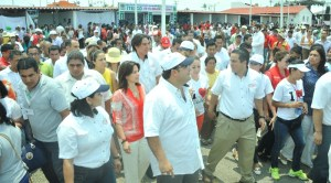 El Gobernador Javier Duarte recorre las instalaciones de la Expoferia junto con el alcalde Joaquín Caballero.