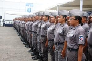 En la nueva policía, también se graduaron mujeres.