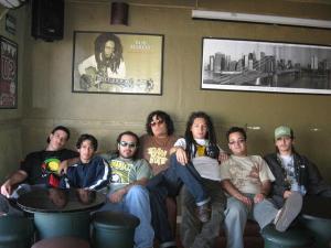 La banda Comuna.-es un grupo de reggae considerado como el mejor ensamble nacional de este género y uno de los mejores de todo el reggae en español.