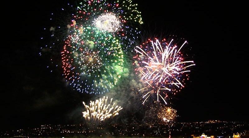 Musica y fuegos artificales en Niza