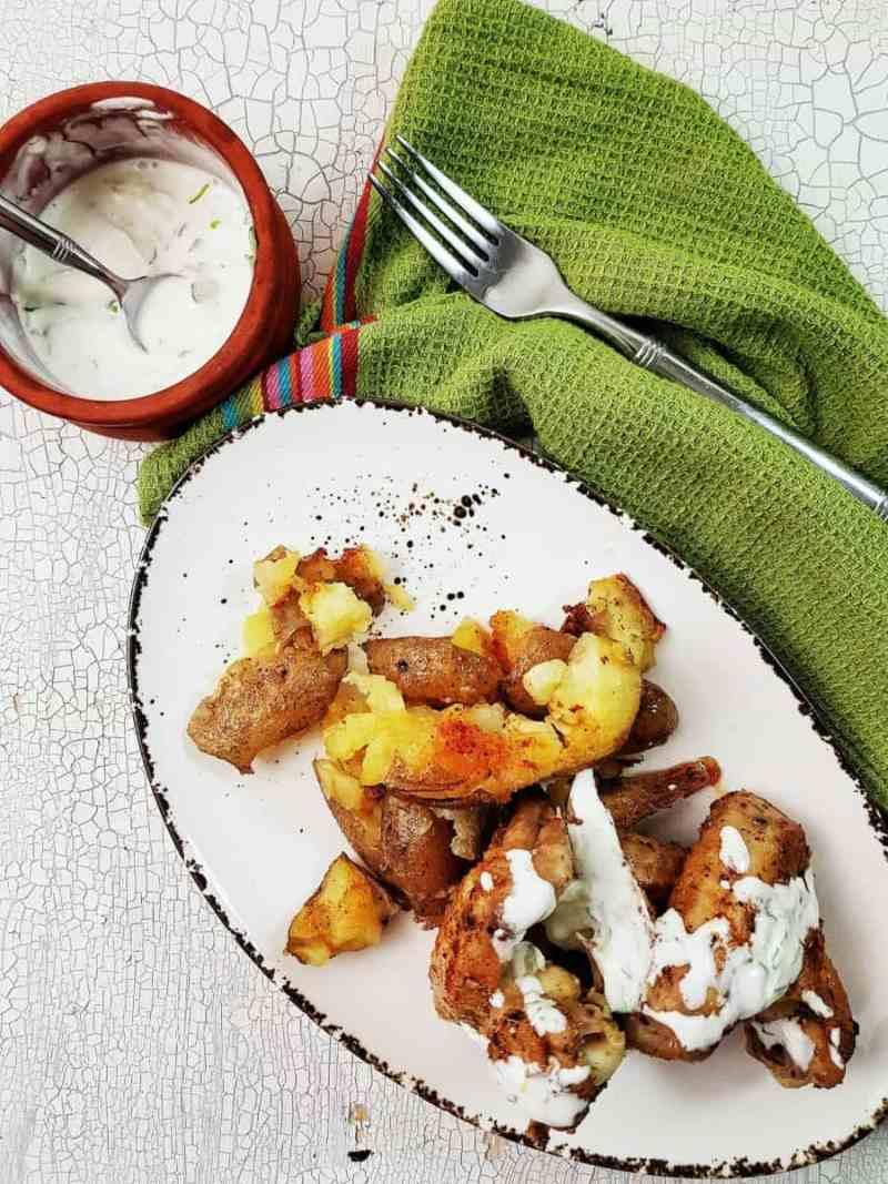 Aripioare condimentate cu cartofi zdrobiți