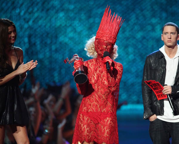 lady-gaga-2009-mtv-vma-red-dress