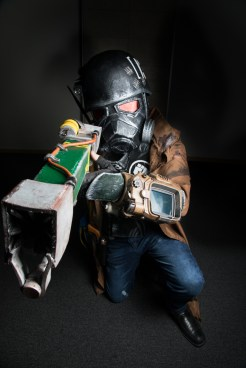 Cosplayer: @CallumRobertKilnerSmith Character: The Courier From: Fallout Photographer: @cosweplayproject