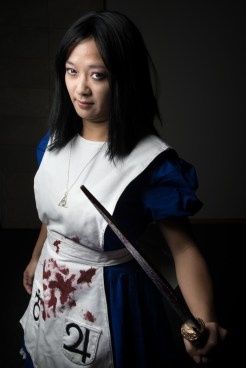Cosplayer: @pocketsizecosplay Character: Alice From: Alice: Madness Returns Photographer: @cosweplayproject