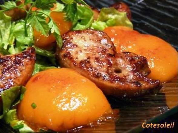 Foie gras poelé et peches caramélisées