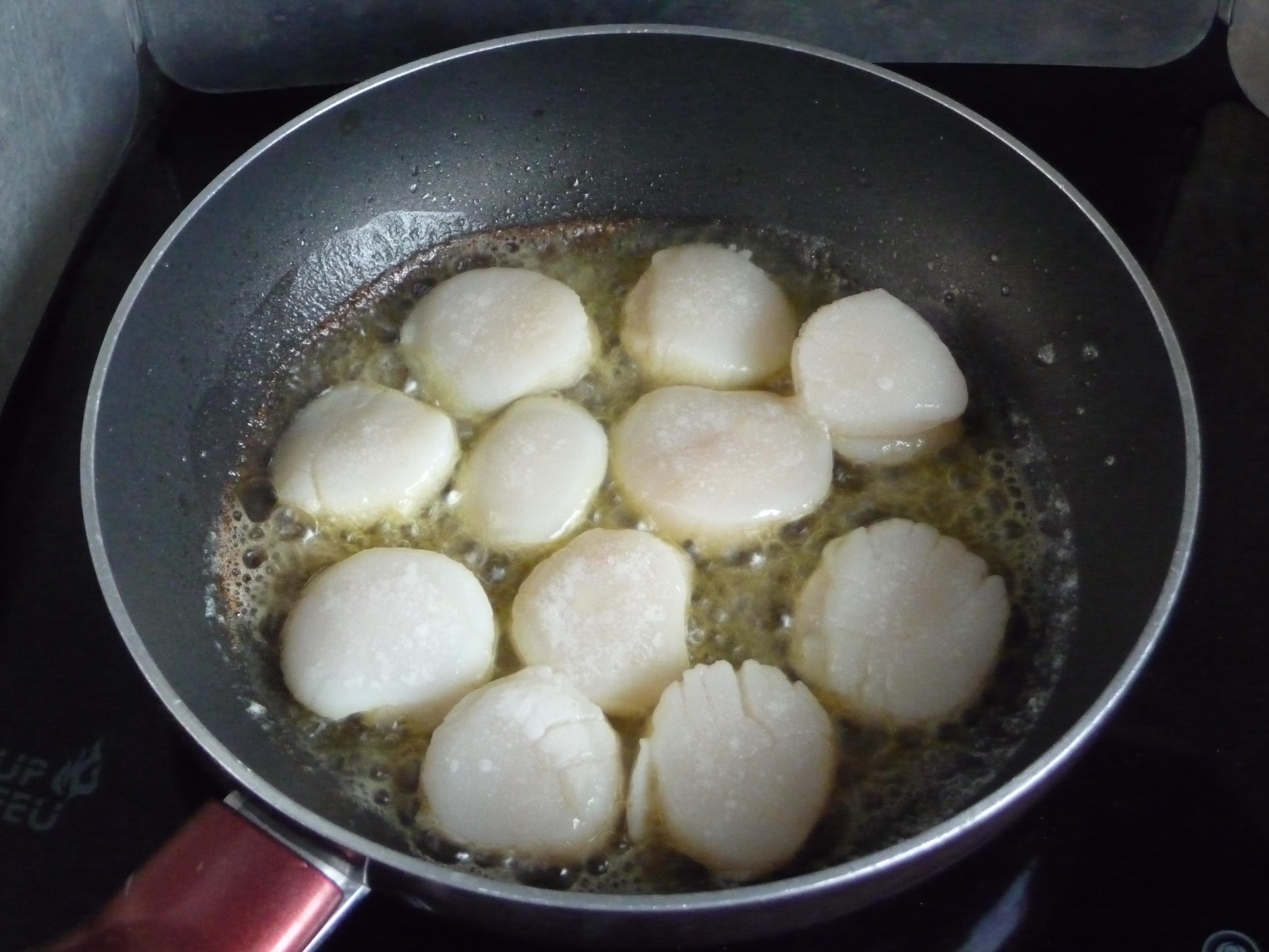 Coquilles De St Jacques Poelees Sauce Au Foie Gras Cote Soleils
